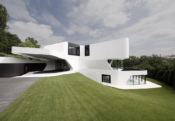 Futuristic-house-design-in-Ludwigsburg-Germany